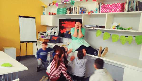 Alice teaching a class of inquisitive kids.
